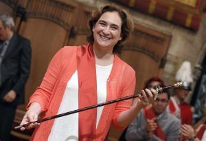 Ada Colau toma la vara de mando en Barcelona / Luis Gené. AFP