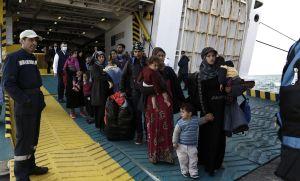 Inmigrantes en vías de expulsión. © YANNIS KOLESIDIS EFE